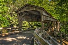 Puente cubierto de las caídas de Lanterman foto de archivo libre de regalías