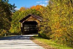 Puente cubierto del camino del estado Foto de archivo libre de regalías