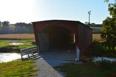 Puente cubierto 6 del Hogback Imagenes de archivo