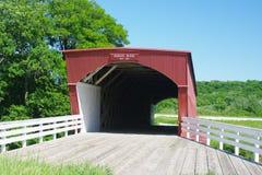 Puente cubierto del Hogback en el condado de Madison Fotos de archivo