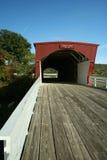 Puente cubierto del Hogback en el condado de Madison Fotografía de archivo libre de regalías
