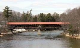 Puente cubierto del río de Saco foto de archivo