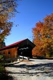 Puente cubierto en otoño Imagen de archivo