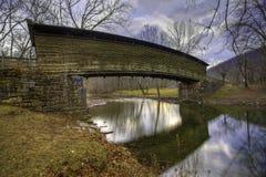 Puente cubierto jorobado en Virginia imagen de archivo libre de regalías