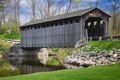Puente cubierto Lowell, Michigan los E.E.U.U. de Fallasburg Imagen de archivo