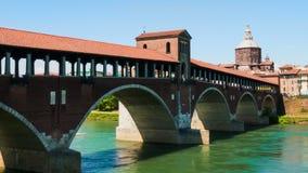 Puente cubierto viejo de Pavía sobre el río Hyperlapse, Italia de Tesino almacen de video