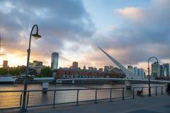 Puente de Λα Mujer στο ηλιοβασίλεμα, Μπουένος Άιρες, Αργεντινή Στοκ Εικόνα