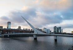 Puente de Λα Mujer στο ηλιοβασίλεμα, Μπουένος Άιρες, Αργεντινή Στοκ Φωτογραφίες