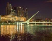 Puente de Λα Mujer τη νύχτα Στοκ Εικόνες