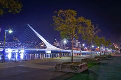 Puente de Ла mujer в Puerto Madero, Буэносе-Айрес, Аргентине стоковое фото
