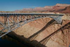 Puente de acero. Imagen de archivo libre de regalías