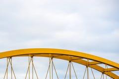 Puente de acero amarillo Foto de archivo libre de regalías