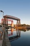 Puente de acero de Nicolás Avellaneda en Buenos Aires Foto de archivo