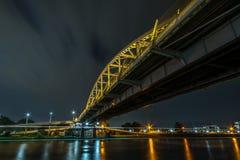 Puente de acero en la noche Imágenes de archivo libres de regalías