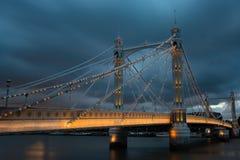 Puente de Albert en la noche Fotografía de archivo libre de regalías