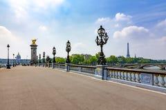 Puente de Alejandro III sobre río Sena, París, Francia imagen de archivo