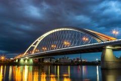 Puente de Apolo por la tarde en Bratislava fotografía de archivo