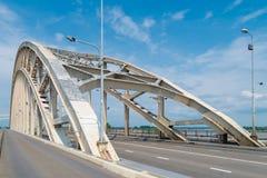 Puente de arco de acero Imagen de archivo libre de regalías