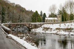 Puente de Askham e iglesia de Askham Imagen de archivo libre de regalías