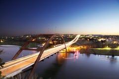 Puente de Austin 360 en la noche Imagen de archivo libre de regalías