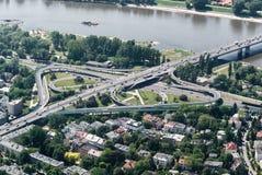 Puente de ?azienkowski en Varsovia - visión aérea Foto de archivo libre de regalías