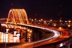 Puente de Banghwa en la noche imagen de archivo