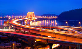 Puente de Banghwa en la noche foto de archivo