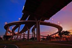 Puente de Bhumibol con el cielo del twiight en Bangkok Foto de archivo