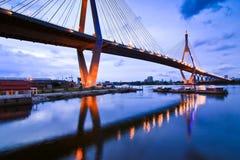Puente de Bhummiphol en el tiempo de la tarde Fotografía de archivo