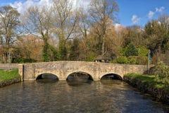 Puente de Bibury, Gloucestershire, Inglaterra Imagen de archivo