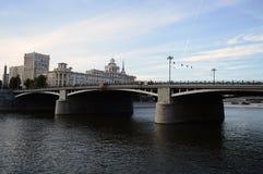 Puente de Borodinsky en Moscú Imagen de archivo libre de regalías