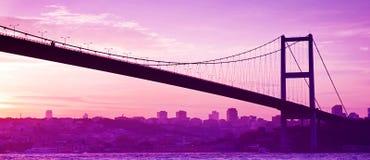Puente de Bosphorus en Estambul en la puesta del sol fotos de archivo libres de regalías