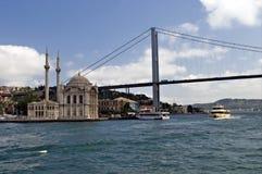 Puente de Bosphorus y mezquita de Ortakoy Imágenes de archivo libres de regalías