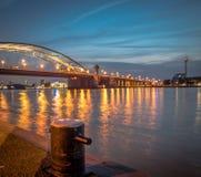 Puente de Brienenoord por noche Fotografía de archivo