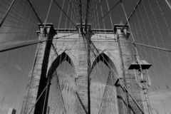 Puente de Brooklyn blanco y negro, Manhattan, NY imagen de archivo libre de regalías