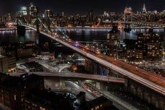 Puente de Brooklyn en la puesta del sol foto de archivo