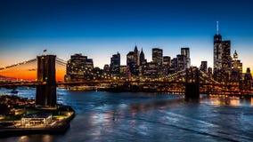 Puente de Brooklyn en la puesta del sol metrajes