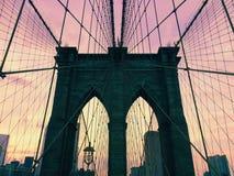 Puente de Brooklyn en la puesta del sol Imágenes de archivo libres de regalías