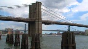 Puente de Brooklyn en New York City metrajes
