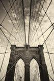 Puente de Brooklyn en Nueva York en sepia Imagen de archivo libre de regalías