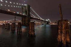Puente de Brooklyn por noche Foto de archivo libre de regalías