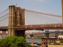 Puente de Brooklyn sobre DUMBO Fotografía de archivo libre de regalías