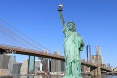 Puente de Brooklyn y la estatua de la libertad Fotos de archivo libres de regalías