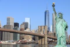 Puente de Brooklyn y la estatua de la libertad Fotografía de archivo