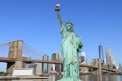 Puente de Brooklyn y la estatua de la libertad Fotografía de archivo libre de regalías