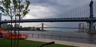 Puente de Brooklyn y puente de Manhattan fotografía de archivo libre de regalías