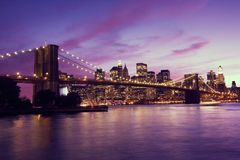 Puente de Brooklyn y Manhattan en la puesta del sol, Nueva York Fotos de archivo