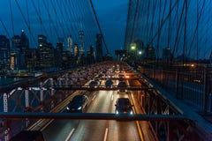 Puente de Brooklyn y Manhattan más baja después de la puesta del sol Fotos de archivo libres de regalías