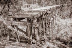 Puente de caballete viejo del tren imagenes de archivo