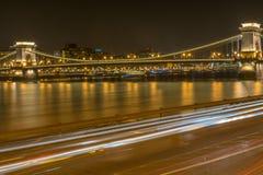 Puente de cadena Budapest: Exposer largo - 17 de marzo Fotografía de archivo